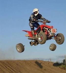 Quad en el aire y sin ruedas