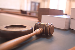 Martillo de juez en un juzgado