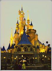 Castillo de la bella durmiente al atardecer