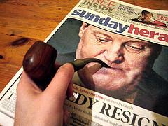 Los periódicos fuman en pipa